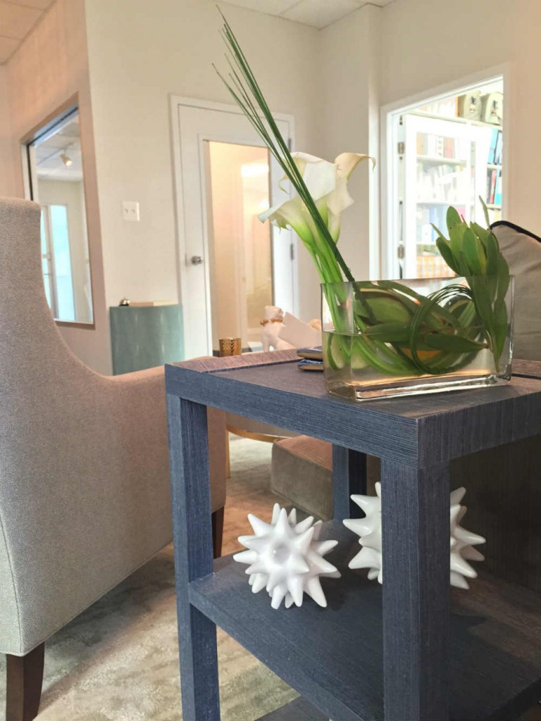 Entry Area side table view