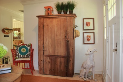 Entry way with dog final
