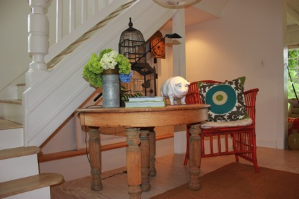 Entry way with pig fina;
